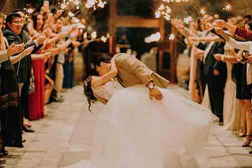 5 Wege erfolgreich mit Ihrem ersten Hochzeitstanz zurechtzukommen
