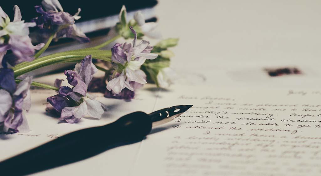 Wie Sie Ihre Ankündigung zur Verschiebung der Hochzeit bekannt geben